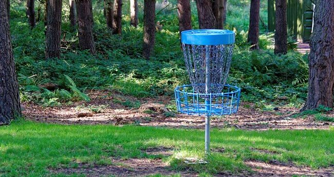 Frisbee charity golf outing games are the perfect way to mix it up for your players.