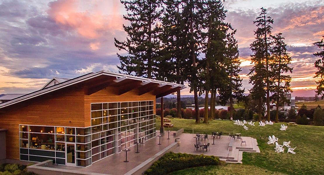 Oregon-Wine-Country9-tasting-room.jpg