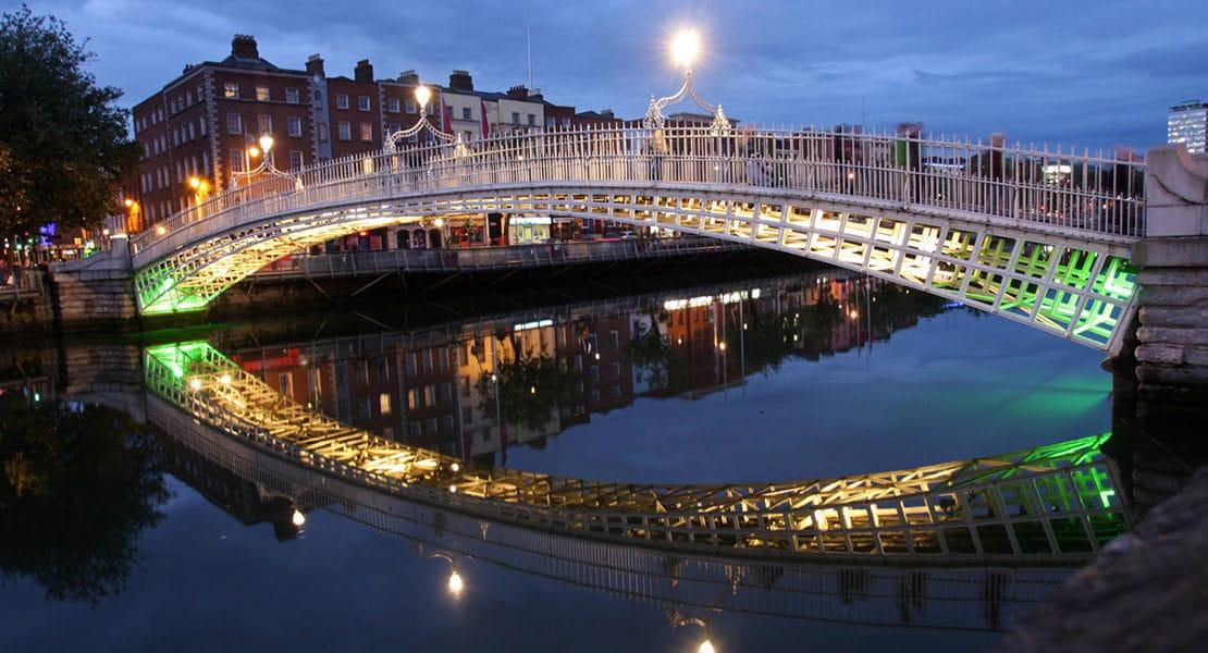 PIC-Ha-penny-Bridge-in-Dublin.jpg