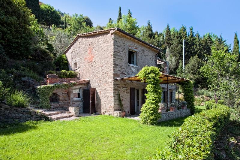 PIC-Villa-Piccola-Exterior.jpg