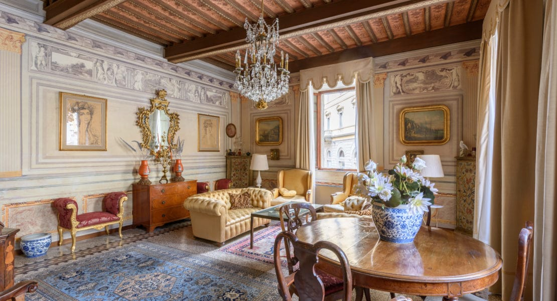 Tuscan Hilltop Countryside in Siena Palazzo for 6